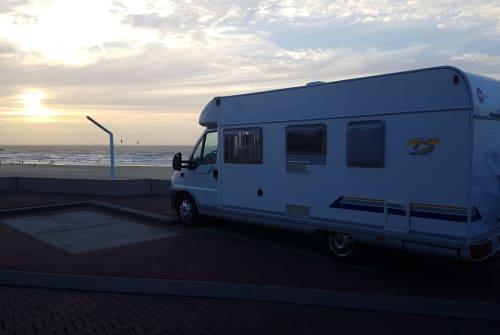 Hire a motorhome in Leidschendam from private owners| Bürstner Infinity