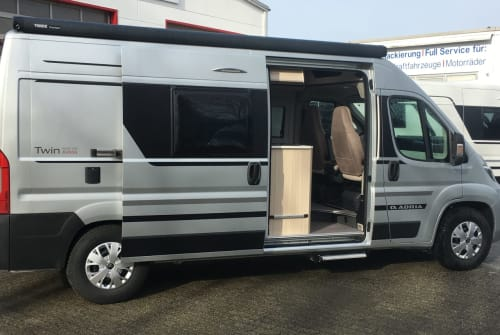 Hire a motorhome in Grefrath from private owners| Adria Adria 600 SP
