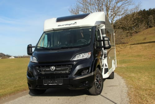 Hire a motorhome in Stiefenhofen from private owners| Sunlight Samarico