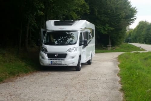 Hire a motorhome in Mistelbach from private owners| Carado Theo