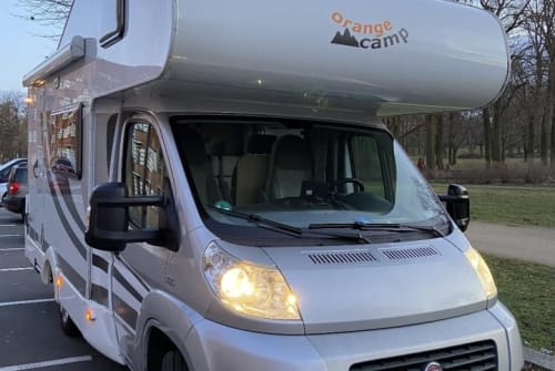 Hire a motorhome in Berlin from private owners| Capron WOMO