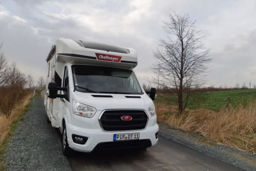 Hire a motorhome in Dohna from private owners| Ford / Challenger 348 XLB