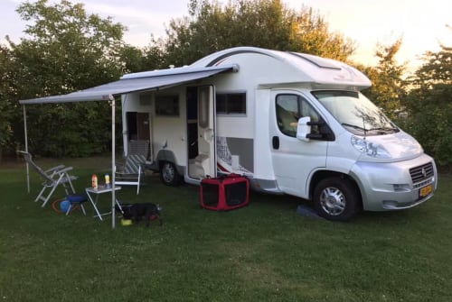 Hire a motorhome in Den Haag from private owners| Roller Team Roller Team