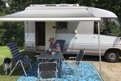 Hire a motorhome in Hoogvliet from private owners| Dethleffs  Gobbel