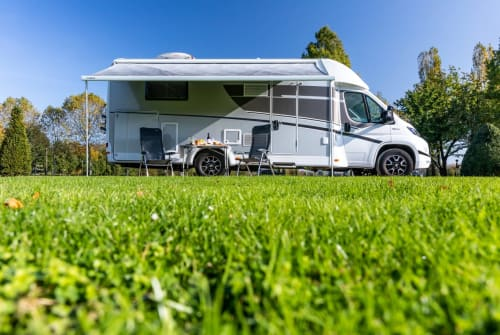 Hire a motorhome in Nederweert from private owners| Sunlight Dabentie