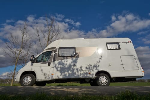 Hire a motorhome in Delmenhorst from private owners| Sunlight DELFI