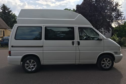 Hire a motorhome in Magdeburg from private owners  Volkswagen Camp & Bike