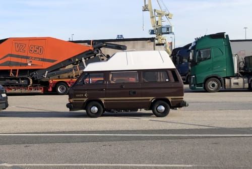 Hire a motorhome in Berlin from private owners| VW The Beast