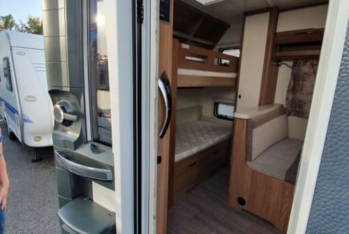 Hire a motorhome in Schwerte from private owners| Hobby Charlie