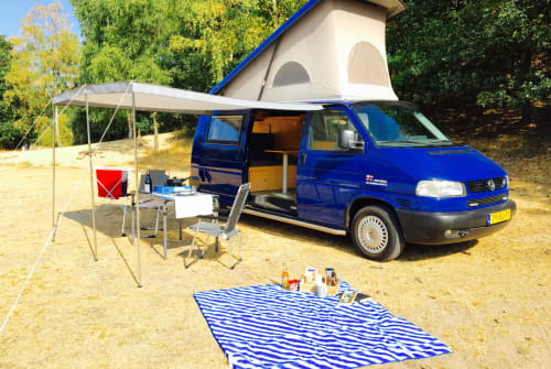 Hire a motorhome in Zeist from private owners| Volkswagen Bright Blue