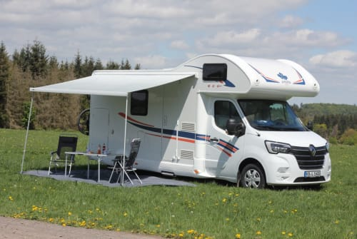 Hire a motorhome in Vöhl from private owners| Ahorn Eco 683