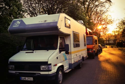 Hire a motorhome in Berlin from private owners| Knaus Knausi