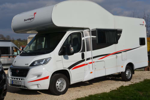 Hire a motorhome in Böblingen from private owners| Sunlight  Sunlight A68