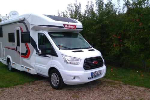 Hire a motorhome in Schnaittach from private owners| Challenger Sundowner