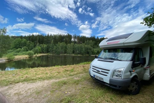 Hire a motorhome in Berlin from private owners| Challenger Olli