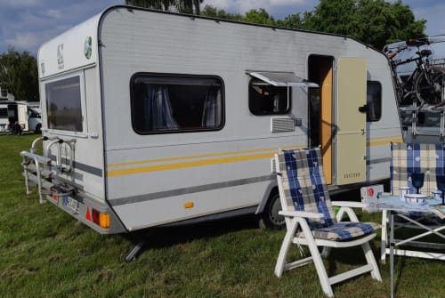 Hire a motorhome in Neukirchen-Vluyn from private owners  Knaus Freedolin