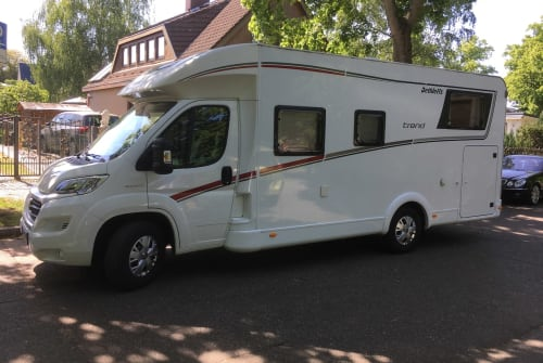 Hire a motorhome in Berlin from private owners| Dethleffs Det der 1.