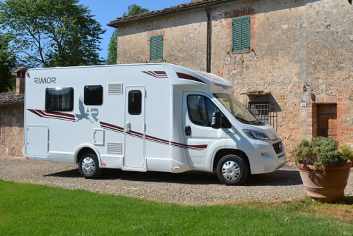 Hire a motorhome in Breydin from private owners| Rimor Seal 95