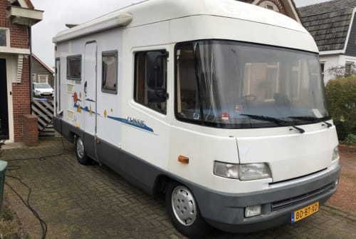 Hire a motorhome in gemeente Groningen from private owners| FFB 580 Never to old