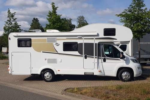 Hire a motorhome in Bergisch Gladbach from private owners  Carado Wohniges Mobil