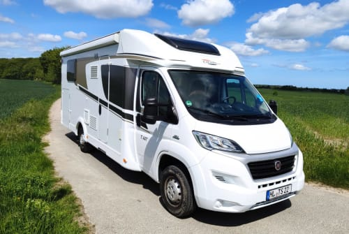 Hire a motorhome in Lübeck from private owners| Carado  Womo