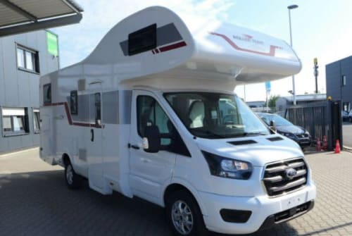 Hire a motorhome in Wendeburg from private owners| Roller Team Kronos 284 M