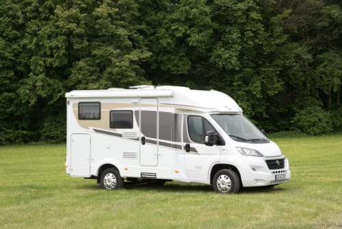 Hire a motorhome in Lichtenfels from private owners| Carado Flori