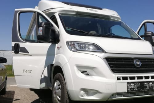 Hire a motorhome in Kiel from private owners| carrado 447 T carado 447 T