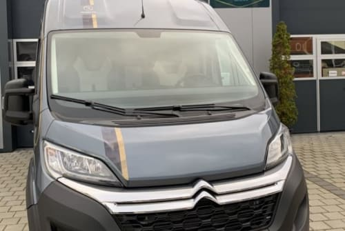 Hire a motorhome in Gomaringen from private owners| Robeta  Mr. Grey