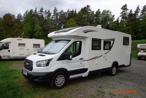 Hire a motorhome in Weimar from private owners| Roller Team EQuline