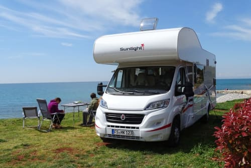 Hire a motorhome in Neufahrn bei Freising from private owners| Sunlight Bob