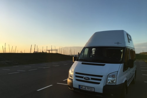 Hire a motorhome in Korschenbroich from private owners| Ford Käthe