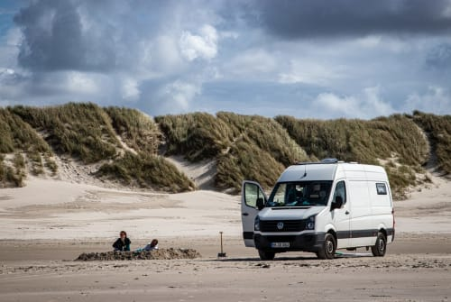 Hire a motorhome in Hamburg from private owners| VW Crafter