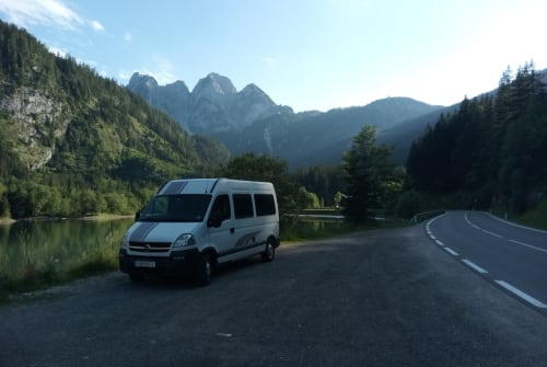 Hire a motorhome in Tulln an der Donau from private owners| Opel Fredy