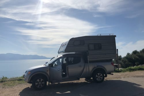 Hire a motorhome in Amsterdam from private owners| Mitsubishi Theo