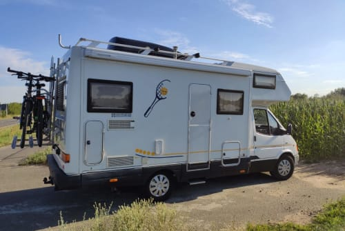 Hire a motorhome in Leipzig from private owners| Karmann Davis 620 M Monsieur Davis