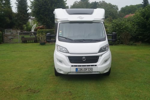 Hire a motorhome in Lünen from private owners| Carado T448 Joy