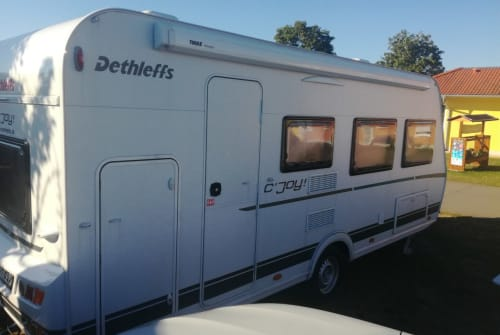 Hire a motorhome in Schömberg from private owners| Dethleffs Familiencamper