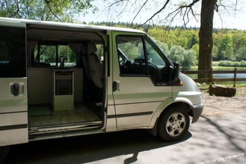 Hire a motorhome in Neustadt an der Weinstraße from private owners| Ford Rollf