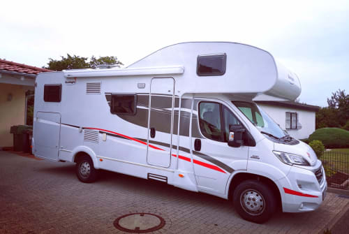 Hire a motorhome in Donaueschingen from private owners| Sunlight Horst 2.0