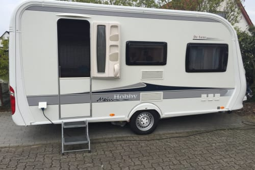 Hire a motorhome in Norderstedt from private owners| Hobby DeLuxe mitMover