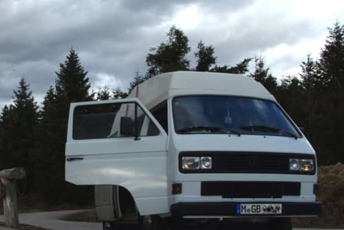 Hire a motorhome in München from private owners| Volkswagen Bumblebee