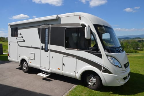 Hire a motorhome in Ulrichsberg from private owners  Hymer Albi