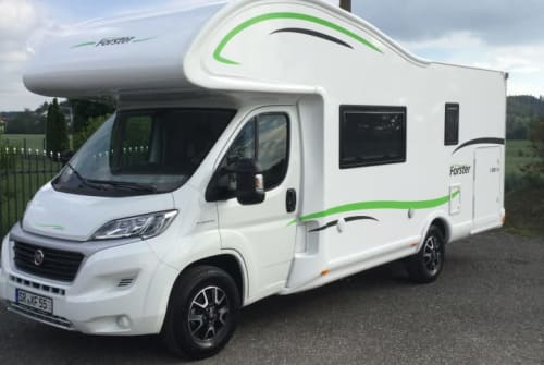 Hire a motorhome in Oberschneiding from private owners| Forster Anderl