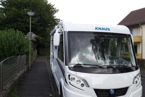 Hire a motorhome in Kassel from private owners| Knaus Knäuschen