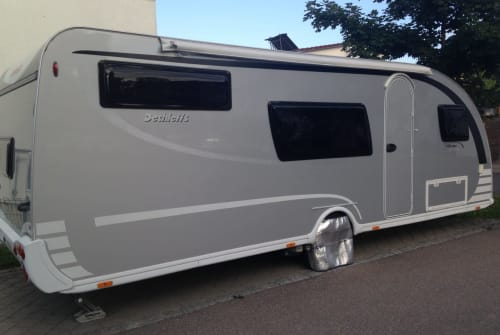 Hire a motorhome in Günzburg from private owners| Dethleffs Aero-Silberlinier
