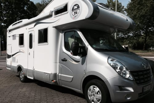Hire a motorhome in Bochum from private owners| XGO Rimor Bett-Mobil