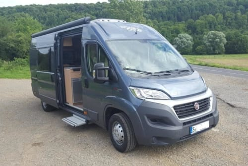Hire a motorhome in Stuttgart from private owners  Fiat Ducato 2,4 J TD 150PS Automatik Roadie Maxi