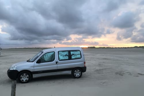 Hire a motorhome in Berlin from private owners| Citroen BerlinGo