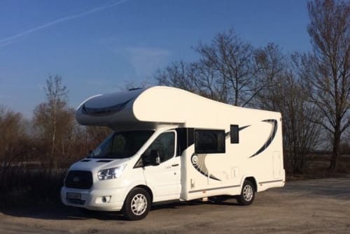 Hire a motorhome in Teningen from private owners| Chausson Emil